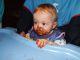 Katharina beim Keks essen